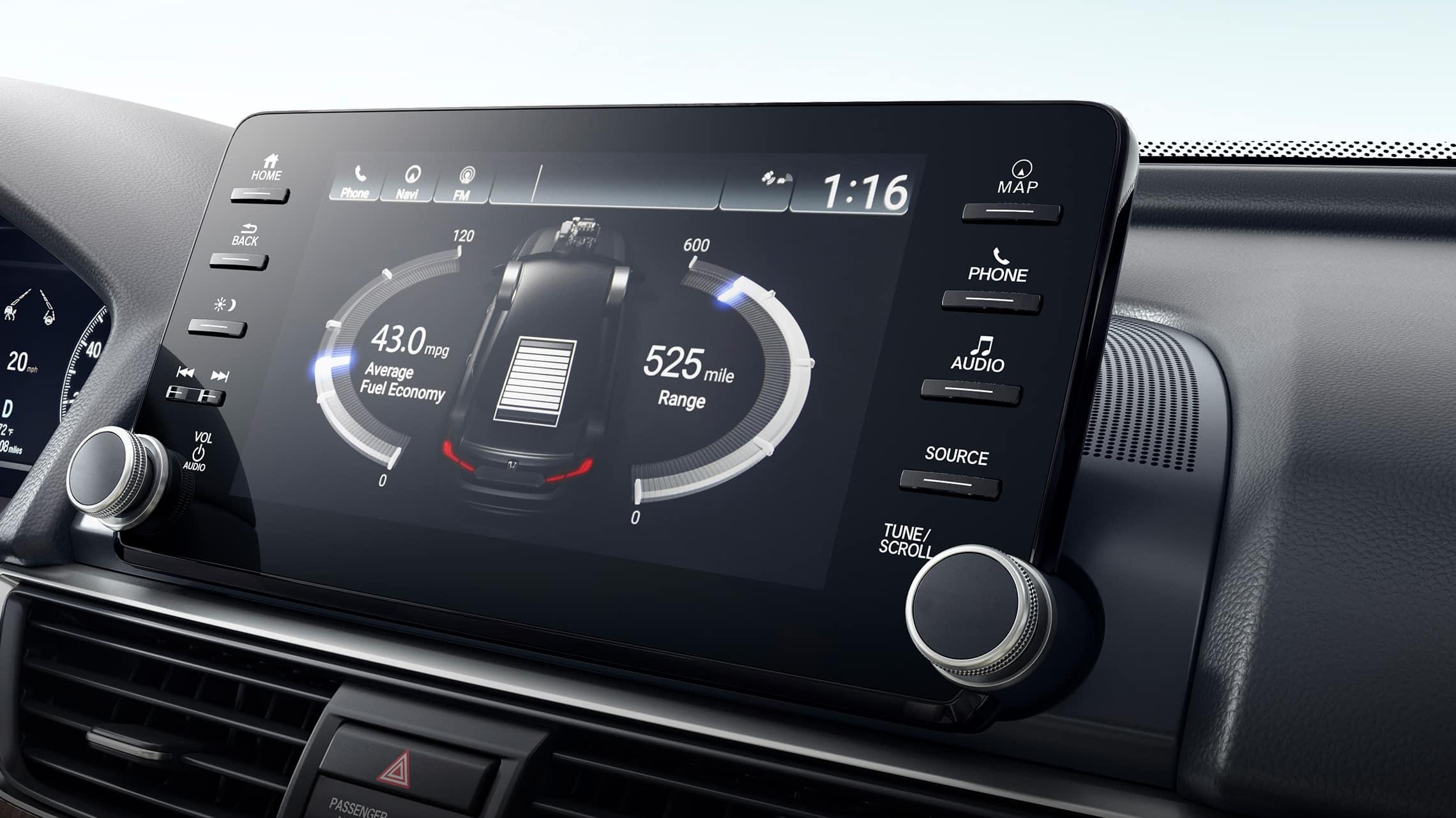 Detalle del sistema de audio en pantalla táctil que muestra el flujo de potencia híbrida en el HondaAccordHybridTouring2021.