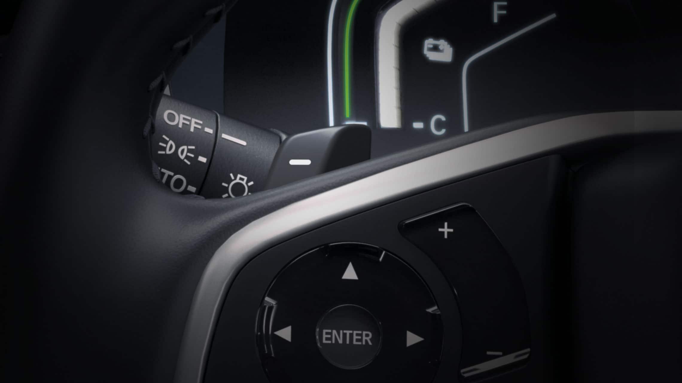 Vista detallada de los selectores de desaceleración montados en el volante de la CR-V Hybrid Touring2021.