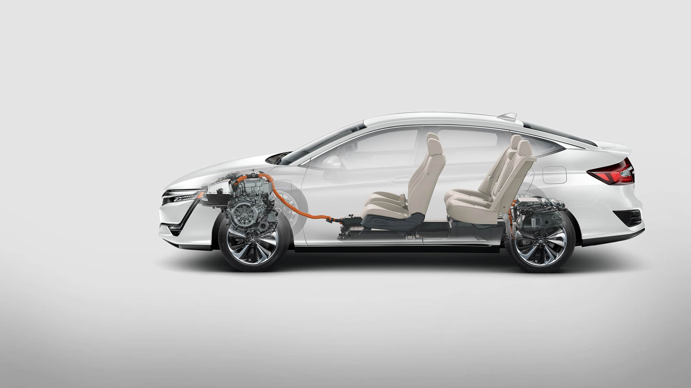 Se muestra el perfil lateral del Clarity Plug-In Hybrid2021 con interior.